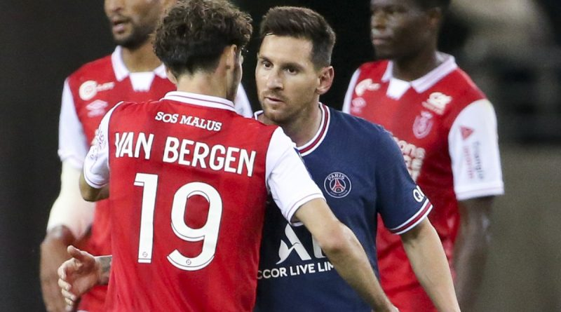 Watch Messi REFUSE to swap shirts with Reims' Van Bergen after PSG debut