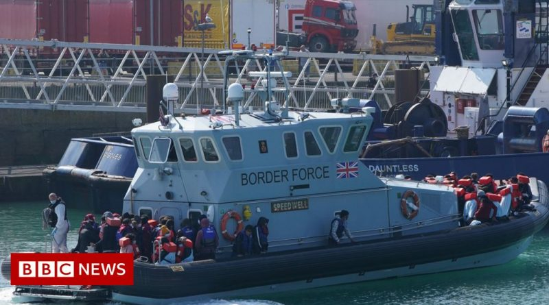 Channel Migrants: First group since August reaches Dover