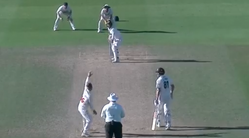 County Championship chaos as Glamorgan bowl all 11 players against Surrey