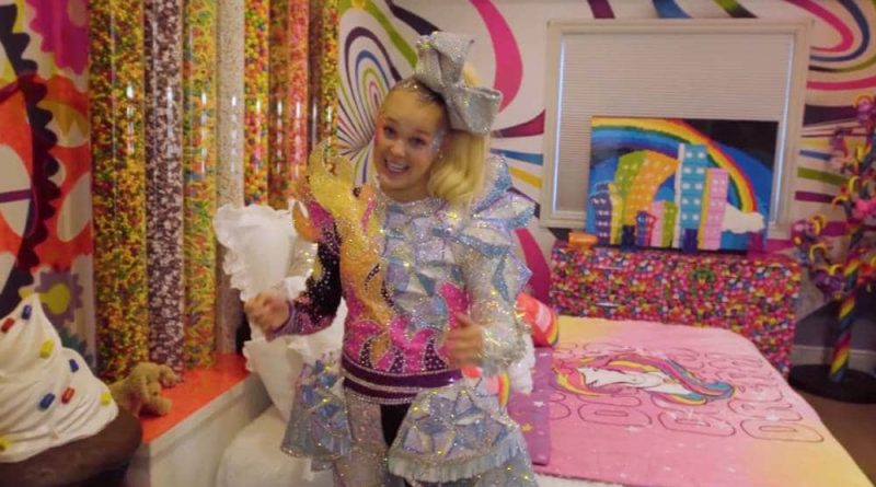 JoJo Siwa shows off her candy-filled bedroom during an appearance on MTV's Cribs