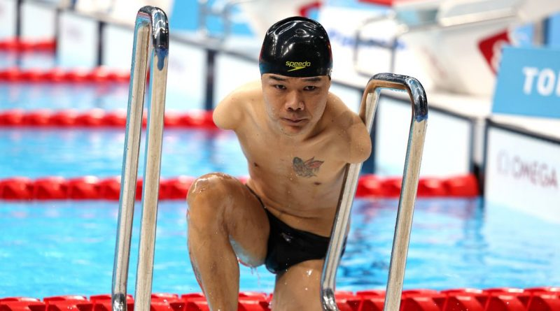 Swimmer with no arms smashes his own world record to win Tokyo 2020 gold medal