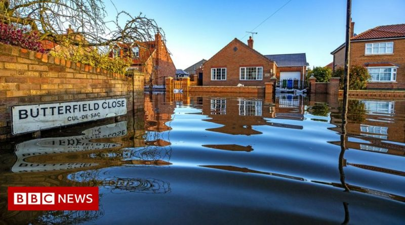 Climate change: 'Adapt or die' warning from UK watchdog