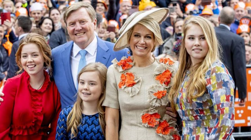 A picture of the Dutch royal family including King Willem-Alexander, Queen Maxima, Princess Amelia, Princess Alexia and Princess Ariane