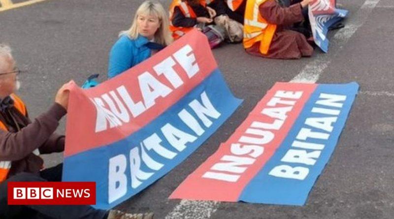 Insulate Britain: Protesters block M25 junction in Essex