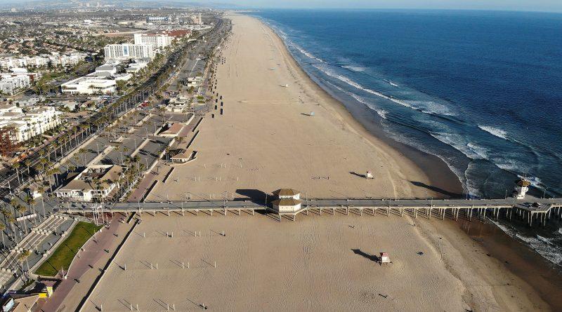 Major oil spill washes ashore in California, killing wildlife