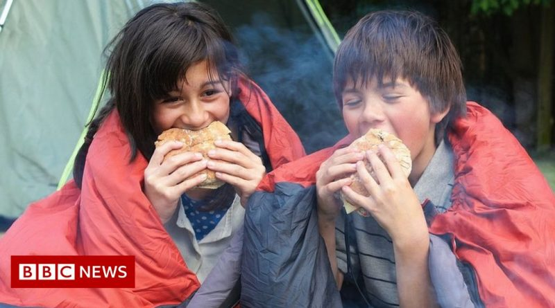 UK economy boosted by holidays and dining out